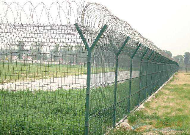 Concertina Barbed Wire Fencing2